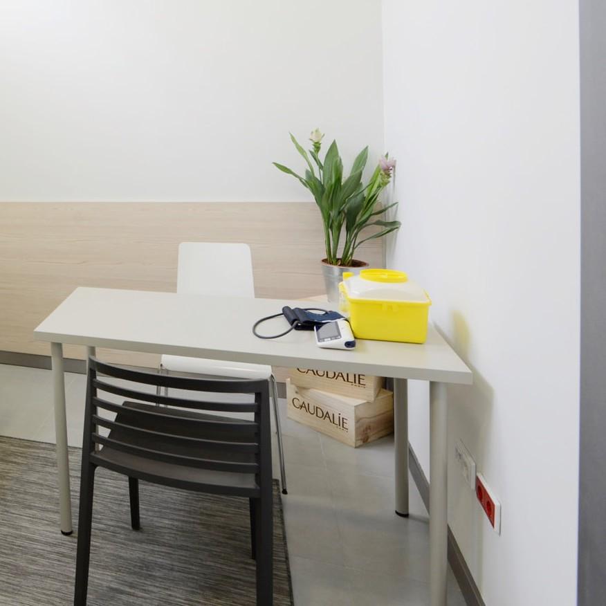 salle-de-consultation-pharmaceutique-medd-agencement-7